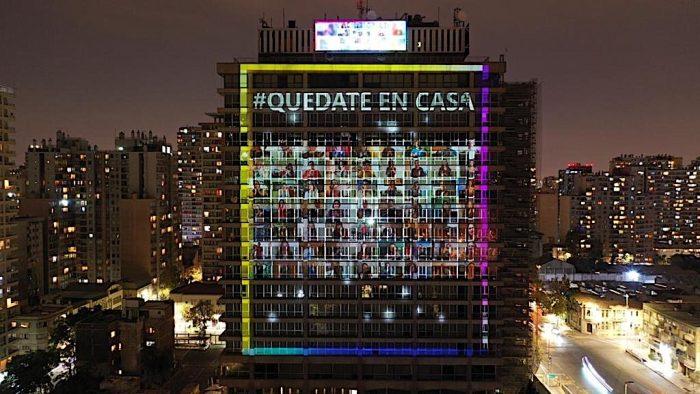 Con música y juegos de luces Enel Chile saluda a los