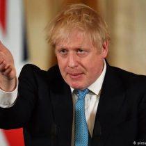 Johnson reconoce frustración de los británicos ante desescalada y les pide paciencia