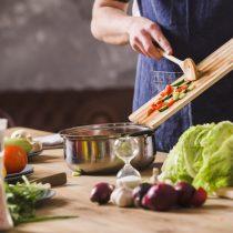 Malos hábitos alimentarios en cuarentena pese a caída en ventas de comida rápida