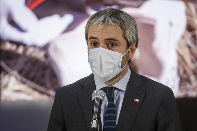 Trabajadores del Ministerio del Interior le piden a Gonzalo Blumel retrasar el plan de retorno seguro debido al alza en contagios de COVID-19