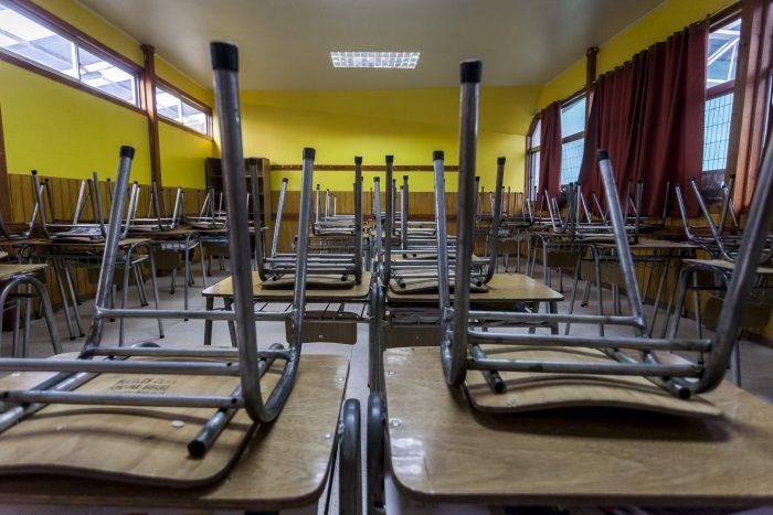 Ministro Figueroa anuncia acuerdo con comunidades educativas para