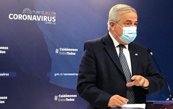 Oscuro balance: fallecidos por Covid-19 se acercan a los mil y Mañalich asegura que sigue contando con el respaldo de Piñera