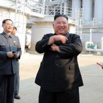 """Reapareció el """"líder supremo"""":  Kim Jong-un inauguró fábrica tras semanas de rumores sobre su salud"""