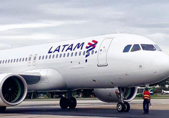 Latam confirmó el despido de mil trabajadores por el