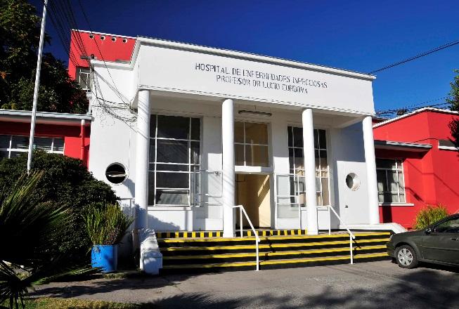Paciente con covid-19 escapó de dos hospitales en la Región Metropolitana