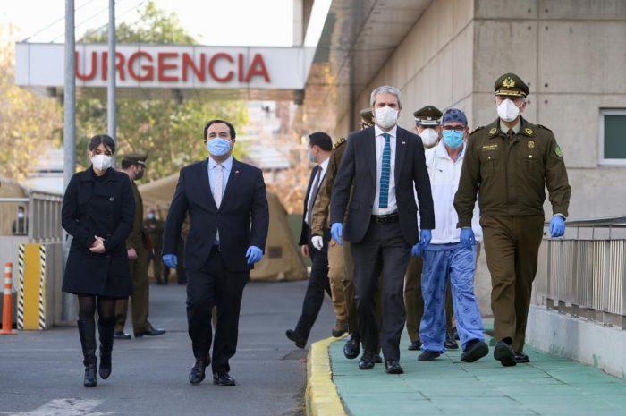Ministro Blumel tras visitar a carabinero baleado en protesta en Cerrillos: