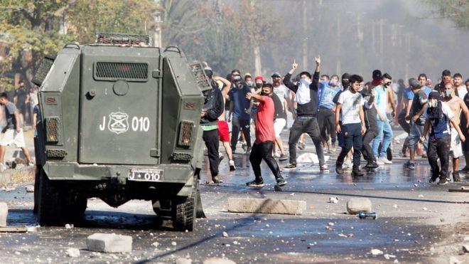 Coronavirus: BBC pone el foco en las protestas en Santiago por la difícil situación económica creada por la pandemia