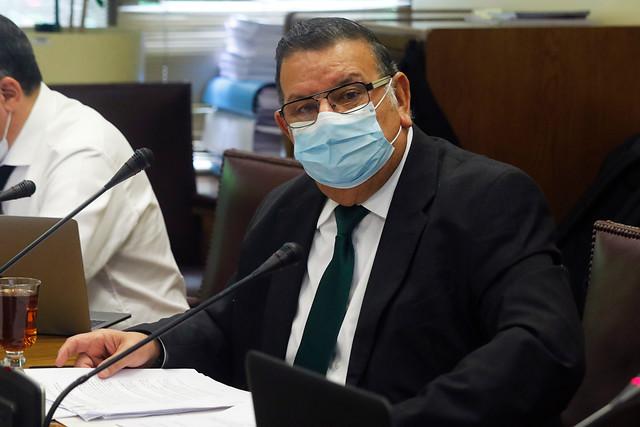 Senador Quinteros se defiende tras críticas por viaje en medio de su examen por Covid-19: