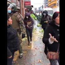 Se registran incidentes entre Carabineros y hortaliceras mapuches que intentaban vender sus productos en el centro de Temuco