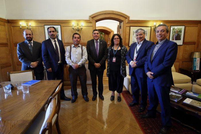 """Concejales piden ser incluidos en el """"Acuerdo Nacional"""" convocado por Piñera y lanzan sus propuestas"""