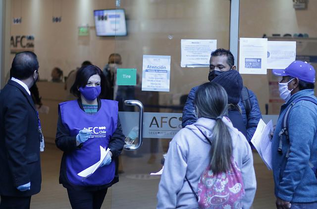 """Desempleo golpea en todo Chile: cuatro regiones superan los dos dígitos y CUT apunta a """"fracaso"""" de las medidas de protección"""