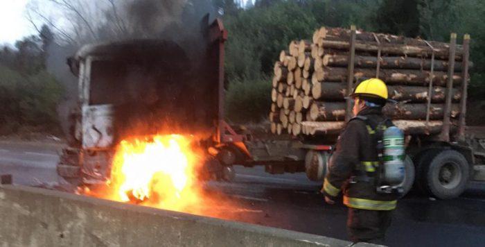 Nuevo ataque incendiario en La Araucanía dejó cinco camiones quemados