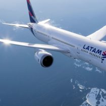 Latam Airlines aclara que domicilio principal de la aerolínea está fijado en Santiago de Chile