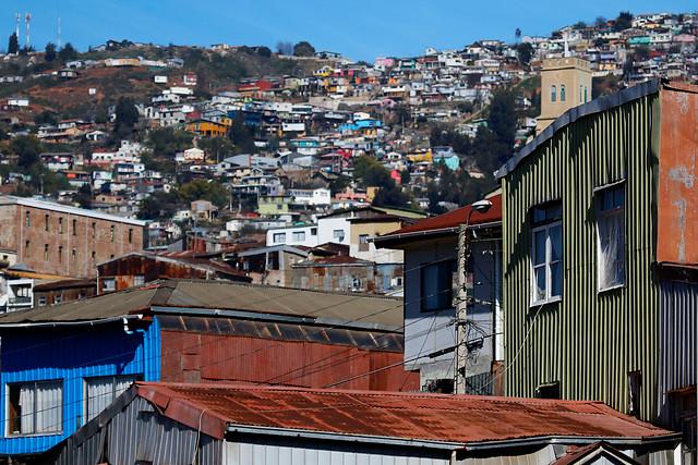 """El llamado de alerta de experto de la UV: """"Si el coronavirus se disemina en los cerros de Valparaíso es probable una tragedia de proporciones"""""""
