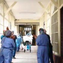 Paciente de 104 años con Covid-19 es dada de alta entre aplausos del Instituto Nacional de Geriatría