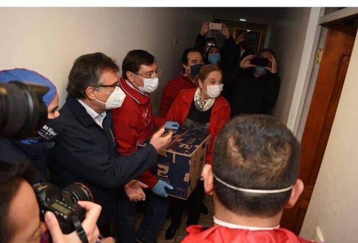 Otra puesta en escena fallida: Gobierno se llena de críticas por mediático despliegue en entrega de cajas de alimentos
