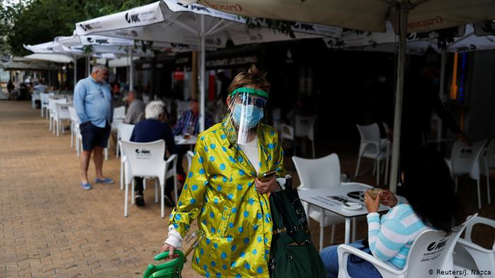 España: muertes diarias por coronavirus bajan de 100 por primera vez en dos meses