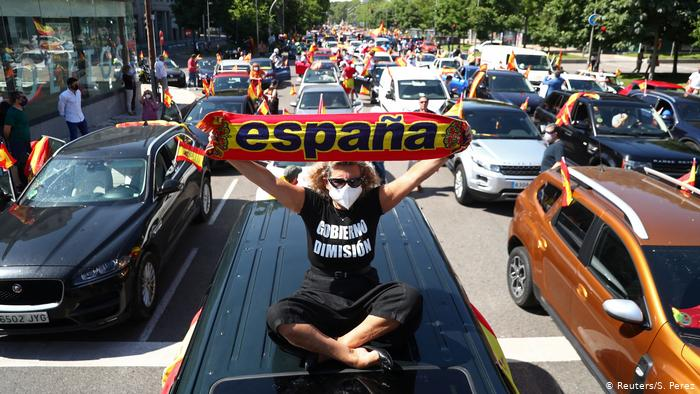 Coronavirus: españoles protestan contra el Gobierno por su gestión de la pandemia