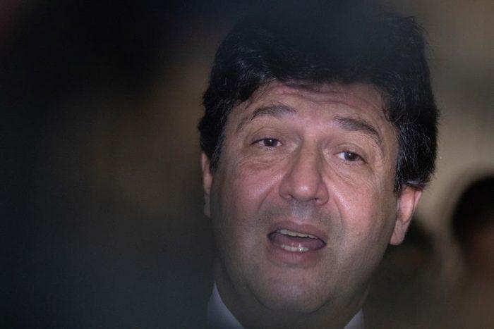 Ex ministro de Salud de Brasil afirma que alertó a Bolsonaro que el número de muertes por Covid-19