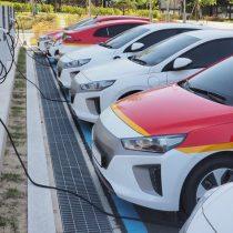 Si decimos que son el futuro, ¿por qué no compramos más autos eléctricos?