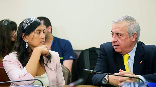 ¿Cogobierno sanitario?: encuesta Data Influye revela que un 64% apoya opción de mesa tripartita Gobierno-Colegio Médico-alcaldes para manejar la crisis