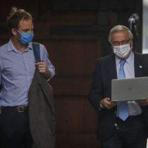 """Espacio Público contradice a Mañalich: """"El incremento de contagios por COVID-19 es sumamente preocupante y no tiene nada que ver con el número de tests reportados"""""""