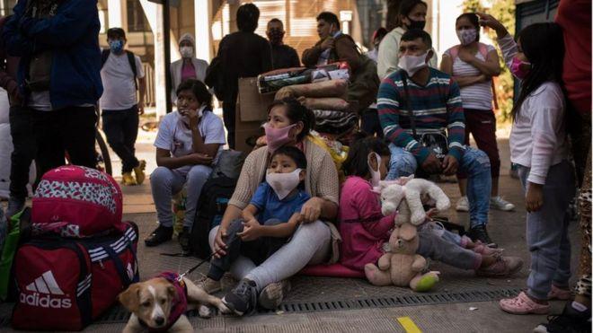 Coronavirus en Chile: BBC relata la dramática situación de más de 200 peruanos vulnerables varados en el país por la pandemia