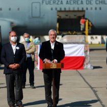Piñera recibió cargamento de 117 ventiladores mecánicos donados por la CPC para el sistema de salud