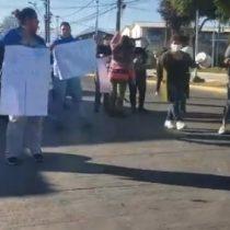 Vecinos de La Pintana se congregan para una nueva jornada de protestas ante falta de insumos básicos