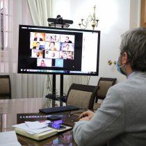 Tenso debut de reunión por acuerdo nacional: sectores de la oposición cuestionaron permanencia de Mañalich