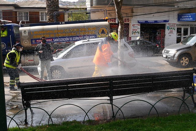 OMS advierte que rociar las calles con desinfectante es peligroso y poco eficaz