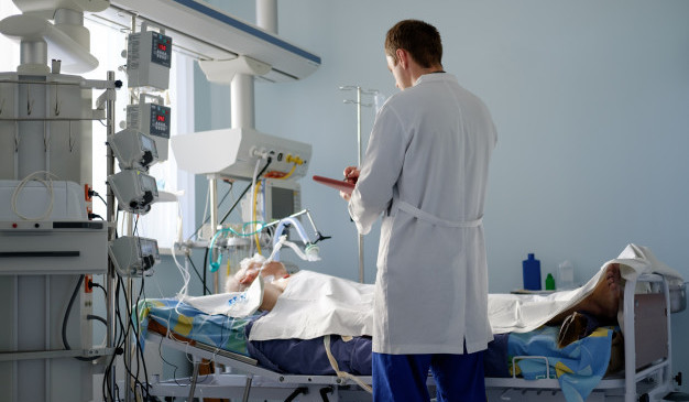 Más del 50% de los pacientes conectados a ventilador mecánico presentan luego alteración en la deglución y la voz
