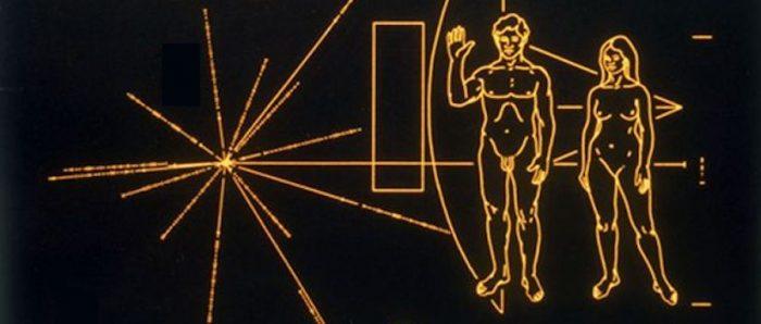 Qué dice el mensaje que el astrónomo Carl Sagan les envió a los extraterrestres (y por qué se armó un escándalo por su diseño)