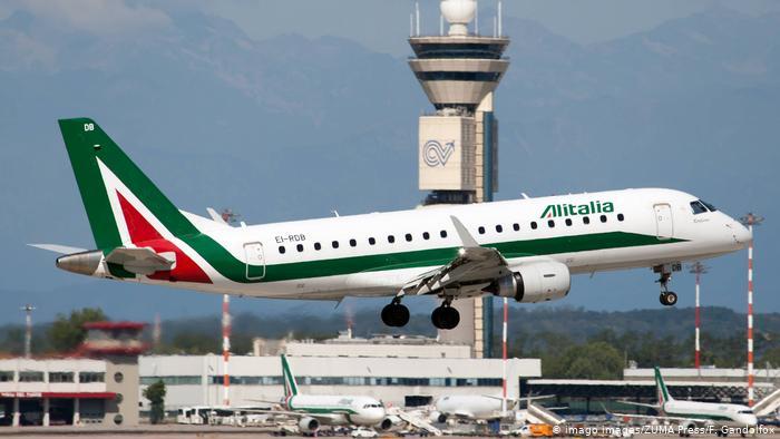 Italia: eliminan medida de distancia de un metro en aviones