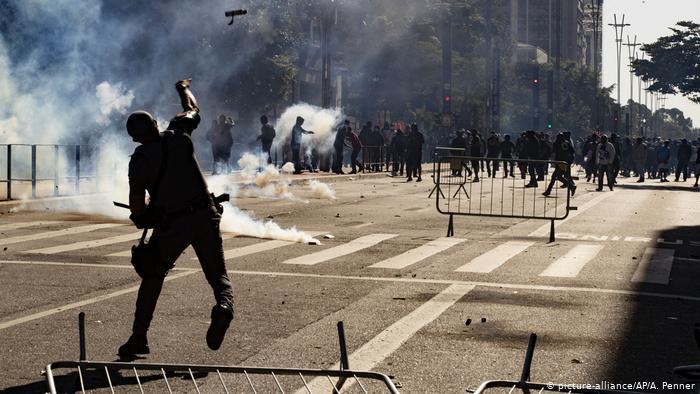 Protestas en Brasil contra Bolsonaro terminan en disturbios en plena cuarentena