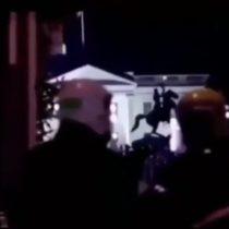 Manifestantes vulneran seguridad de la Casa Blanca e ingresan hasta el patio de la residencia presidencial de Estados Unidos