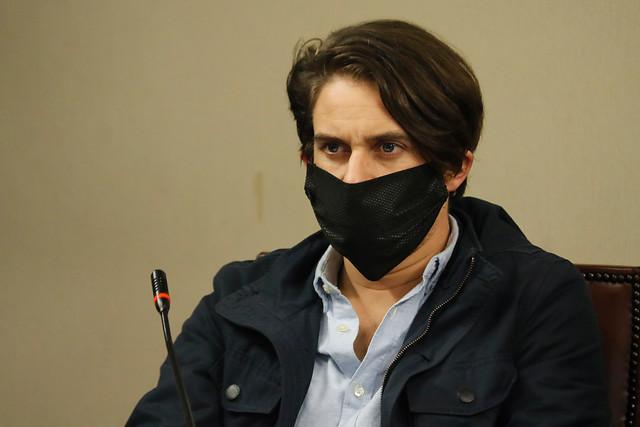 Al igual que la diputada Castillo (RD): Gonzalo Winter recibió caja de alimentos del Gobierno en su domicilio de Nuñoa