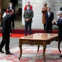 Distancia social obligada: el gesto de Piñera que marcó la inusual ceremonia de ajuste ministerial en La Moneda