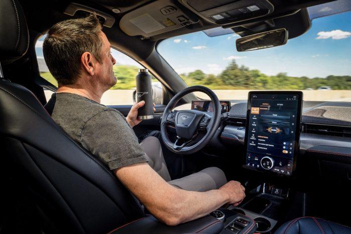 Modo de conducción de manos libres busca ofrecer una experiencia más segura y relajada