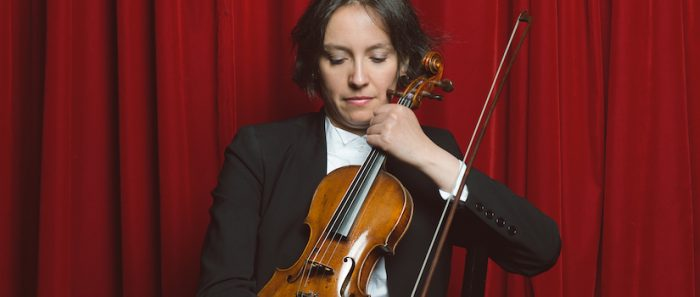 Conciertos para la Hora Azul: interpretaciones en violín de Alejandra Urrutia vía online