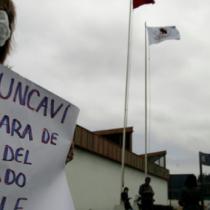 Con las velas de un entierro Chile conmemora el Día del Medio Ambiente