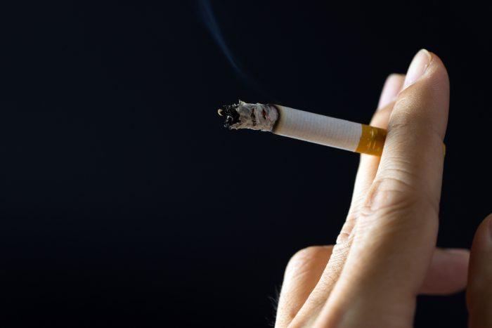 Fumadores activos tienen 65% más posibilidades de agravarse y 57% más de riesgo de muerte en caso de contraer Covid-19
