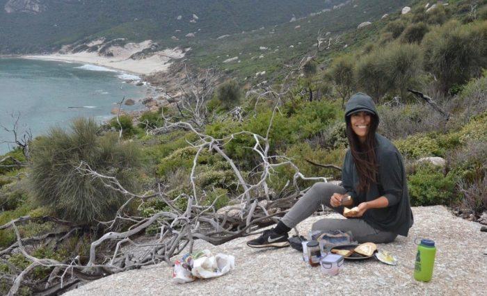 Chilena patiperra lanza primer recetario Covid-19 en modo cuarentena