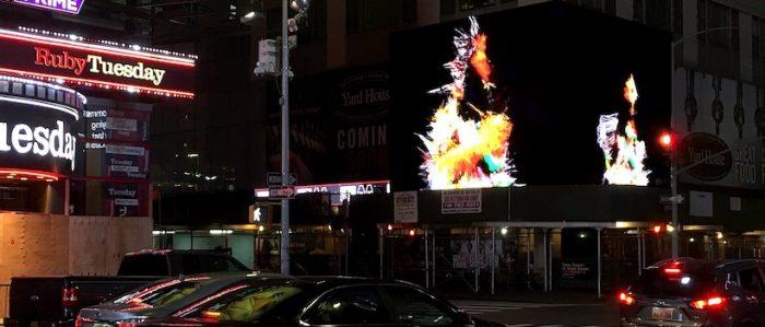 Artista chileno expone obra digital en pantallas de Times Square en Nueva York