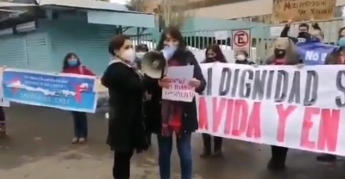 Funcionarios del Hospital San José exigen retiro de polémica carpa instalada en el sector de urgencias: denuncian que hay enfermos hospitalizados en el lugar