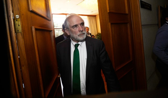 """Alarma de """"letra chica"""" inquieta a la oposición: senador Montes exige a La Moneda claridad con cifras de cobertura real que tendrá el Ingreso Familiar de Emergencia"""