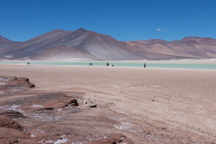 Desempleo golpea fuerte al turismo: cifras del INE revelan caída de -20% en el trimestre móvil febrero-abril