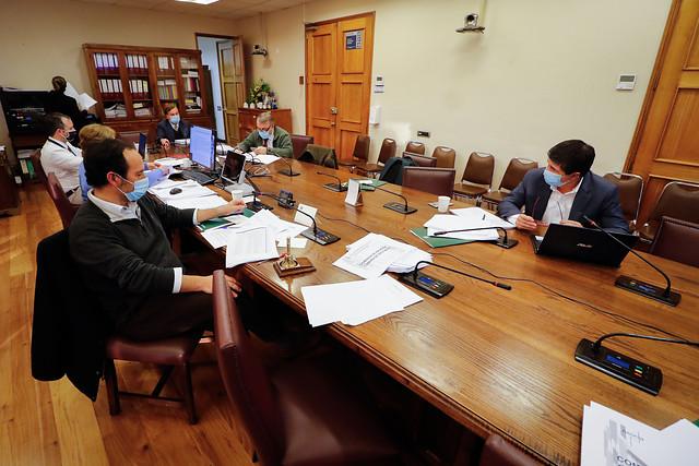"""Se prenden las alarmas con indicaciones de Gobierno que limitan cambios de fondos de AFP: en la oposición acusan """"corralito"""""""