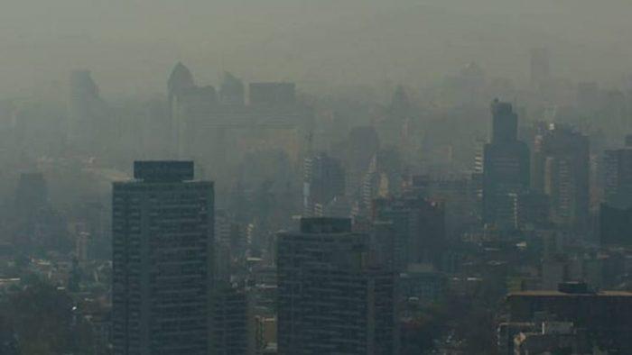 Llaman a no usar calefactores a leña en el Gran Santiago para evitar aumento de Covid-19 y contaminación del aire