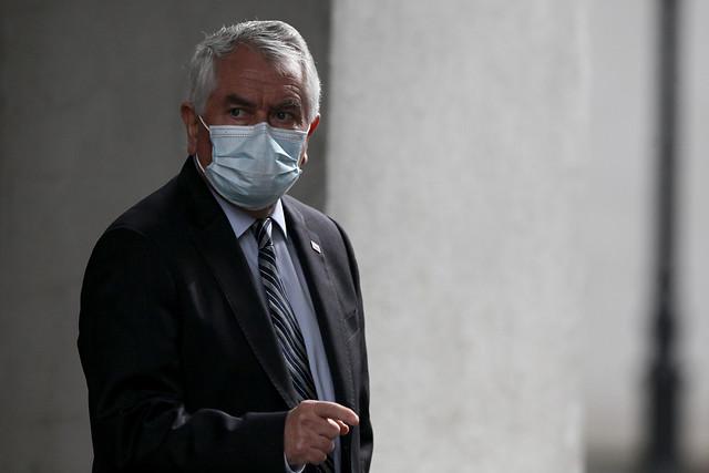 ¡Falso!: ministro Paris desmiente cadena de WhatsApp sobre supuesta hibernación en Santiago desde el 21 de junio